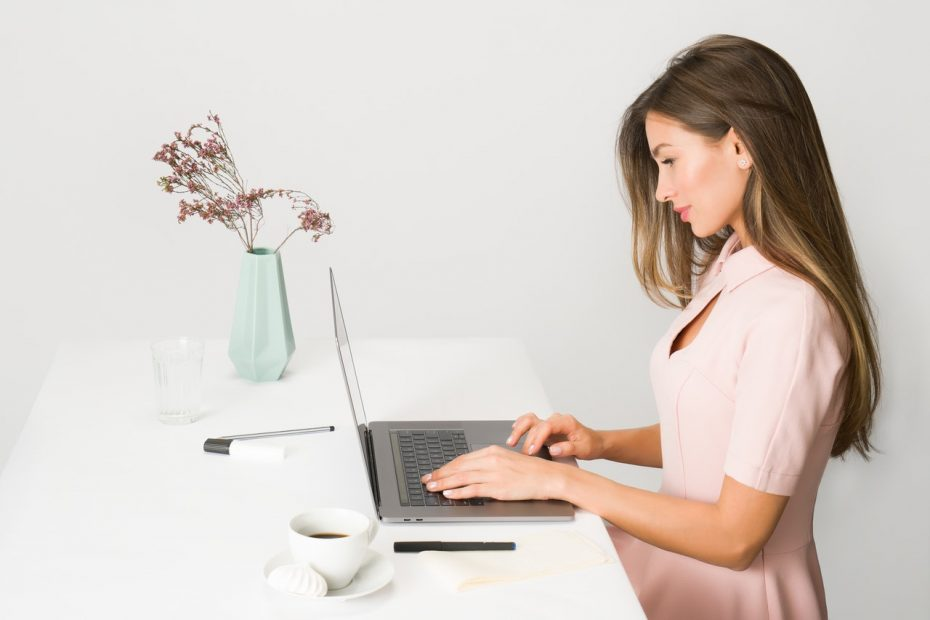 Adjustable Desk for Your Office